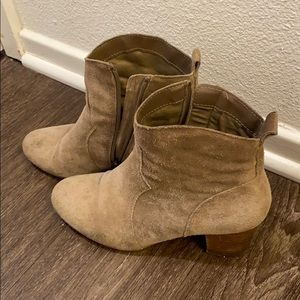 Fall Tan suede western style booties